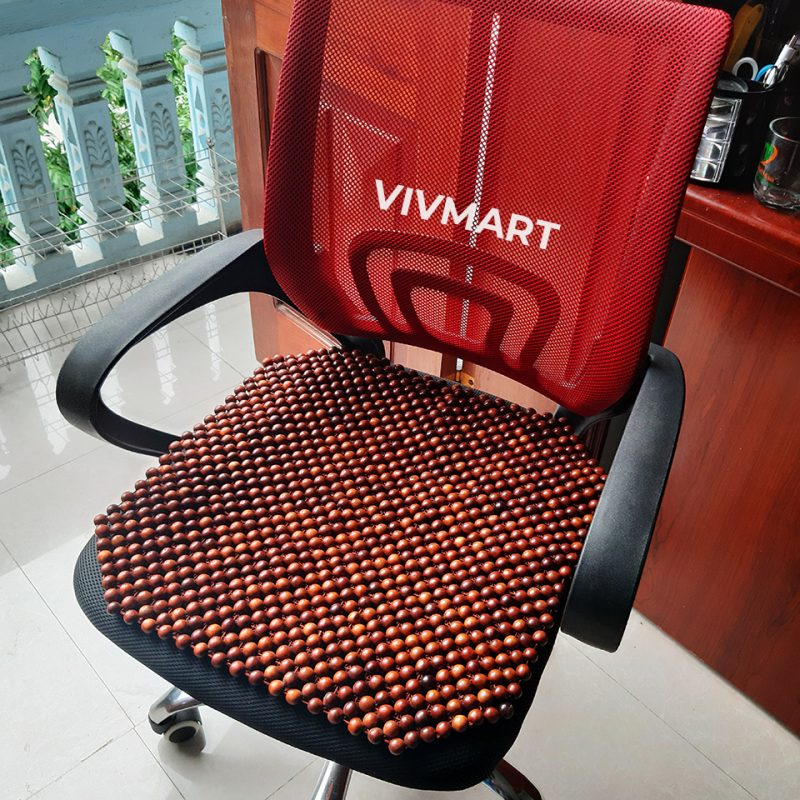 đệm ghế văn phòng hạt gỗ hương đỏ-1a