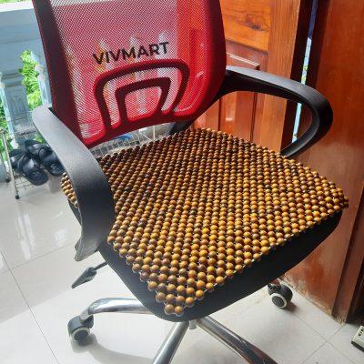 đệm hạt gỗ bách xanh lót ghế văn phòng-1