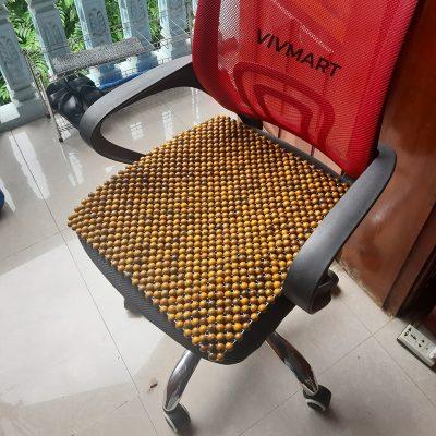 đệm hạt gỗ bách xanh lót ghế văn phòng-2